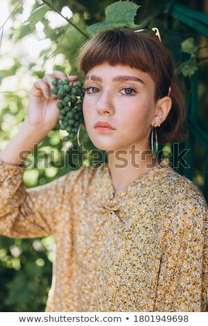 glamour · portrait · belle · fille · réflexion · miroir · table - photo stock © feedough