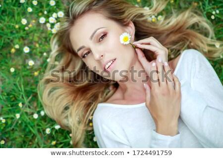 bella · donna · camomilla · ghirlanda · ritratto · donna - foto d'archivio © pekour