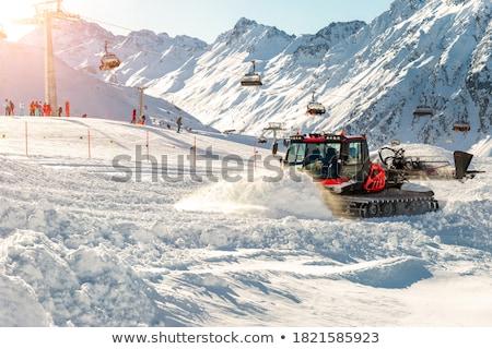 красный · снега · горные · автомобиль · подготовка · лыжных - Сток-фото © dawesign