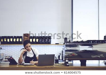 официантка используя ноутбук кафе улыбаясь Постоянный ноутбука Сток-фото © wavebreak_media