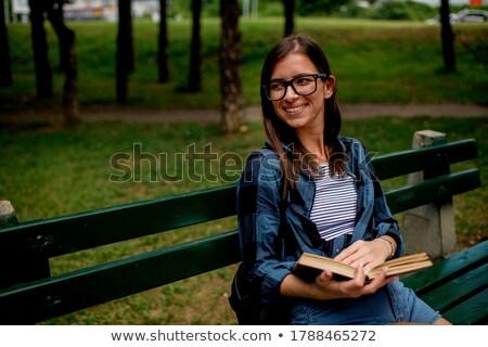Stockfoto: Glimlachend · jonge · vrouw · vergadering · bank · buitenshuis · straat