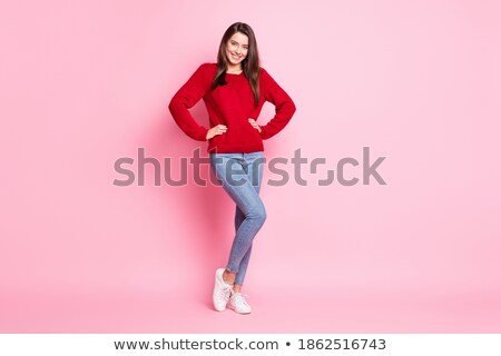 Glimlachende vrouw trui handen heupen mensen gelukkig Stockfoto © dolgachov