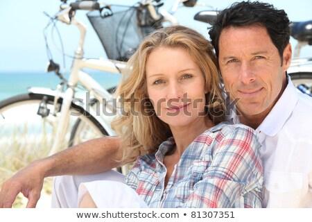 Stockfoto: Gelukkig · paar · vergadering · strand · fietsen · vrouw