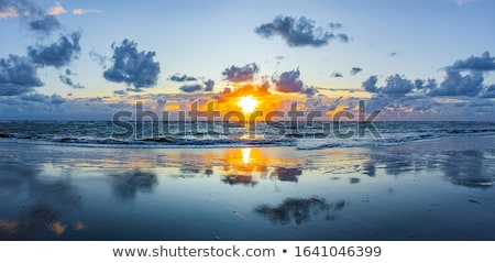 Ilha pôr do sol areia praia água mar Foto stock © MichaelVorobiev