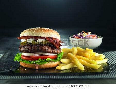 Stockfoto: Eigengemaakt · vers · hamburger · spek · houten · tabel