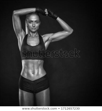 Piękna młodych kobieta fitness patrząc kamery Zdjęcia stock © deandrobot