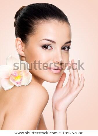 schoonheid · sensueel · vrouw · gezicht · boeket · bloemen · mooi · meisje - stockfoto © lightfieldstudios