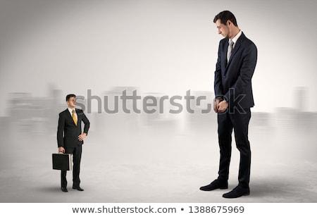 Foto stock: Gigante · empresário · pequeno · sério · negócio