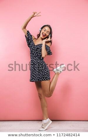 fiatal · csinos · ugrik · ázsiai · nő · pózol - stock fotó © deandrobot