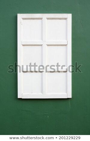 Verde madera ventana estuco pared vertical Foto stock © bobkeenan