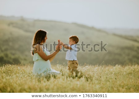 Giovani incinta madre cute piccolo ragazzo Foto d'archivio © boggy