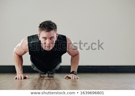 強い · 若い男 · バット · 孤立した · 黒 · ボディ - ストックフォト © acidgrey