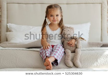 Portret cute meisje geïsoleerd witte vrouw Stockfoto © TarikVision