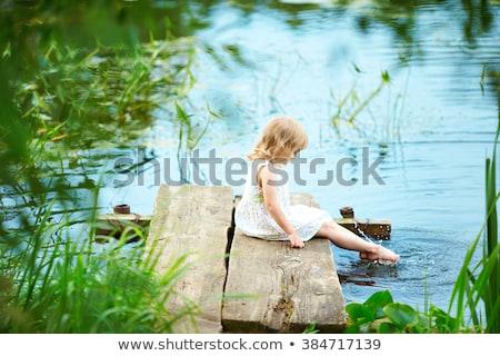 Boso trawy parku dziewczyna Zdjęcia stock © pixachi