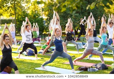 Yoga park mooie vrouw natuur lichaam fitness Stockfoto © gabor_galovtsik