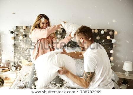 heureux · couple · bataille · d'oreillers · lit · maison · personnes - photo stock © dolgachov