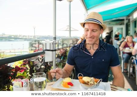 Jonge man vergadering toeristische zitten koffie Stockfoto © Lopolo
