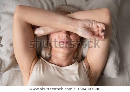 smutne · kobieta · głęboko · myśl · posiedzenia · ocean - zdjęcia stock © photography33