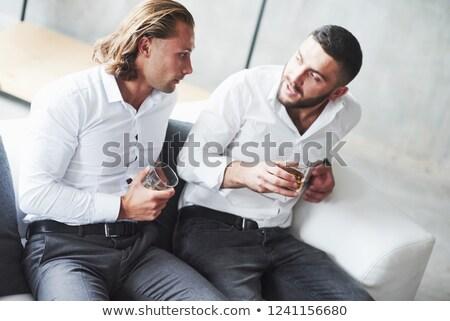 Dos amigos argumento ojo caras femenino Foto stock © photography33