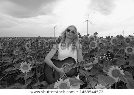 nő · szőke · haj · tart · gitár · visel · nagy - stock fotó © photography33