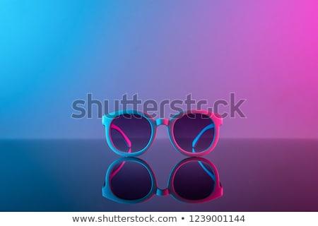 4bc22d5106ad7 óculos · de · sol · três · cor · lente · ilustração · fundo ...