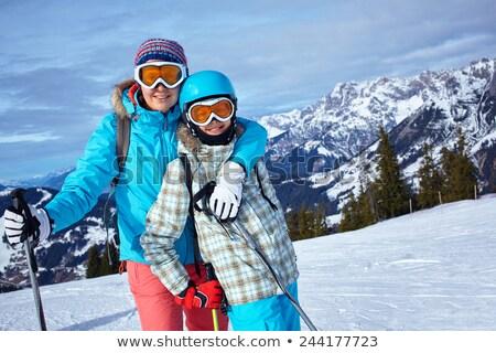 Anne kız kayakçılık birlikte kar kış Stok fotoğraf © IS2