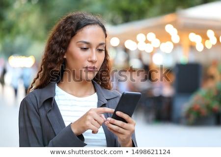 Foto stock: Mulher · celular · caminhada · telefone · móvel · telefone · urbano