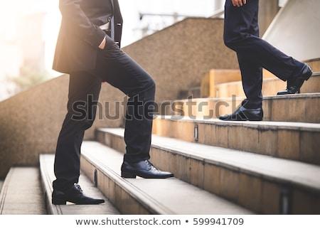 jóvenes · empresario · gafas · maleta · caminando - foto stock © feedough