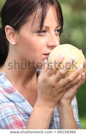 nő · elad · organikus · zöldségek · piac · napos · idő - stock fotó © photography33