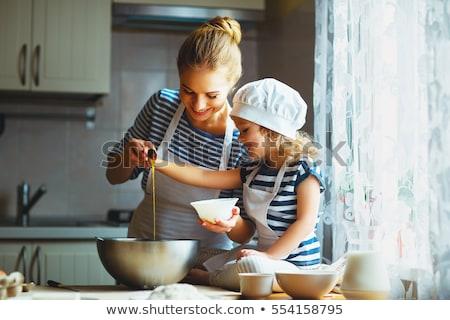 feliz · mãe · filha · cozinhar · biscoitos · juntos - foto stock © wavebreak_media