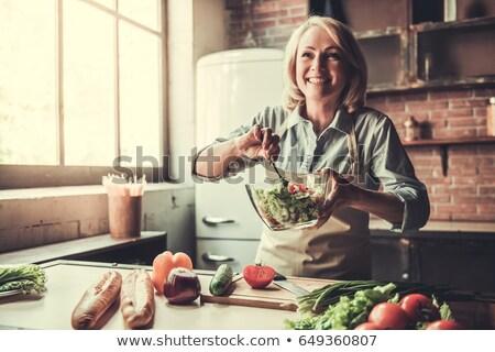érett nő tapsolás zöldségek konyha fokhagyma Spanyolország Stock fotó © IS2
