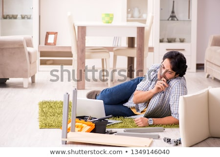 man · gebroken · been · lezing · boek · sofa · home - stockfoto © elnur