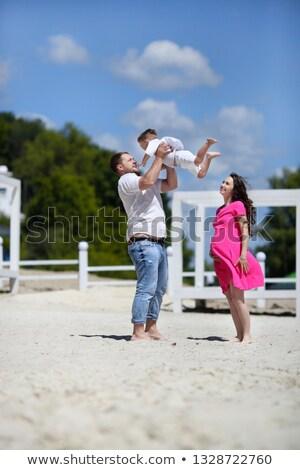 Stock fotó: Fiatal · szülők · játék · fiú · apa · felfelé