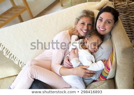 Vrouwelijke homo paar holding handen homoseksualiteit Stockfoto © dolgachov