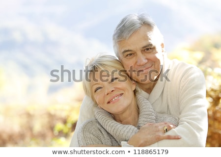 oude · man · omarmen · oude · vrouw · bos · boom - stockfoto © Paha_L