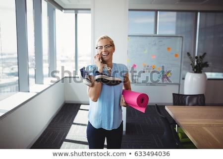 vrolijk · jonge · zakenman · praten · mobiele · telefoon · outdoor - stockfoto © photography33