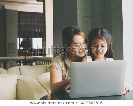 Сток-фото: молодые · матери · преподавания · дочь · компьютер · работу