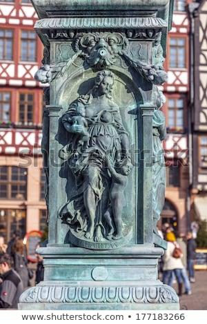 Vasaló allegória szökőkút igazság Frankfurt épület Stock fotó © meinzahn