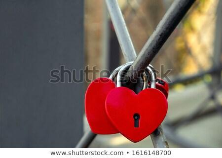 vermelho · coração · trancar · grande · metal · amor - foto stock © timurock