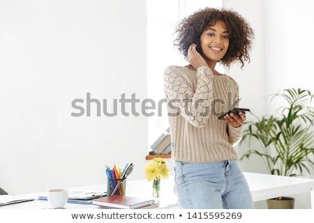 joven · oficina · mesa · carpeta · documentos · manos - foto stock © traimak