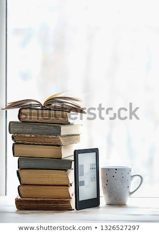ebook · leitor · impresso · livros · isolado - foto stock © andreykr