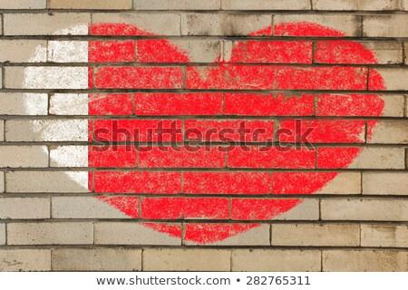 Kalp şekli bayrak Bahreyn tuğla duvar kalp Stok fotoğraf © vepar5