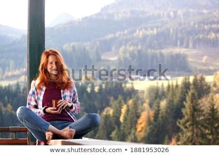Ritratto donna sorridente seduta capanna spiaggia Foto d'archivio © wavebreak_media