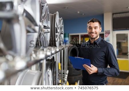 Auto business eigenaar wiel auto dienst Stockfoto © dolgachov