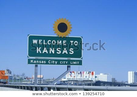 Kansas autópálya tábla zöld USA felhő utca Stock fotó © kbuntu