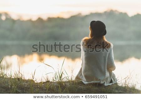 belo · morena · posando · romântico · paisagem · água - foto stock © chesterf