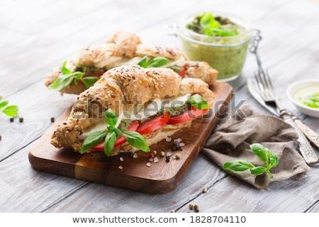 Salade de poulet tomates table en bois sein salade blanche Photo stock © phila54