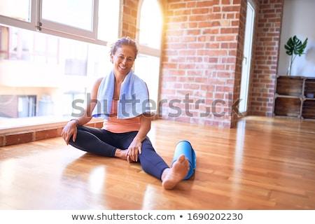 Gyönyörű középkorú nő sport testmozgás középkorú szőke Stock fotó © svetography