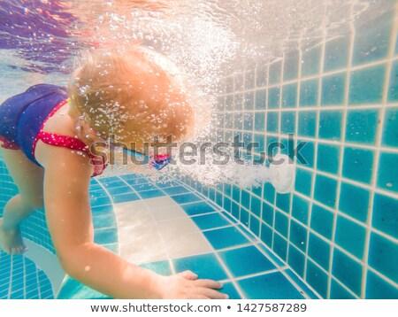 Meisje water zwembad werken drain Stockfoto © galitskaya