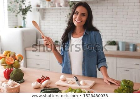 Portret glimlachend brunette eten plakje peper Stockfoto © wavebreak_media